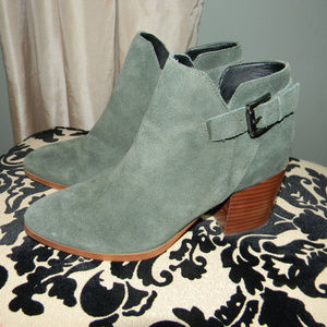 MARC FISHER GREEN SUEDE BLOCK HEEL ANKLE BOOTS 6M